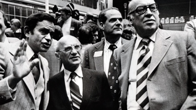 Leo Melamed e Milton Friedman no floor da CME.